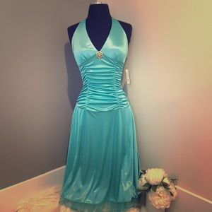 Dresses & Skirts - NWT Blue formal dress never worn